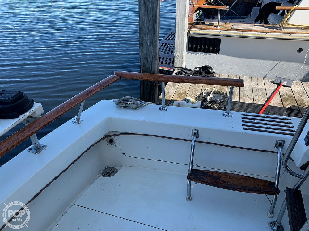 1986 Trojan boat for sale, model of the boat is F-32 Flybridge & Image # 21 of 40