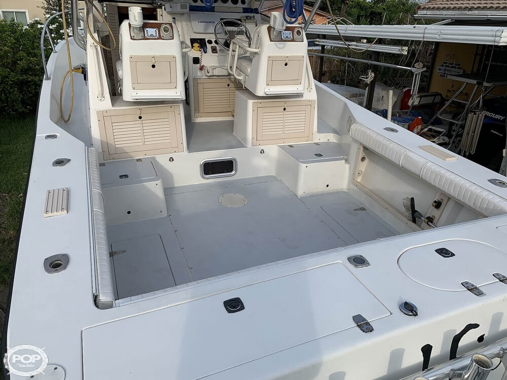 1994 Mako boat for sale, model of the boat is 263 Deluxe Walkaround & Image # 25 of 40