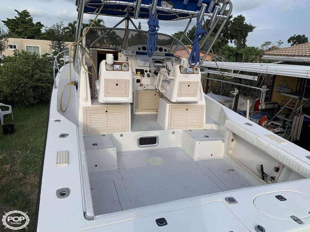 1994 Mako boat for sale, model of the boat is 263 Deluxe Walkaround & Image # 26 of 40