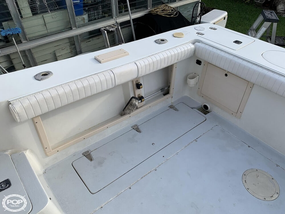 1994 Mako boat for sale, model of the boat is 263 Deluxe Walkaround & Image # 28 of 40