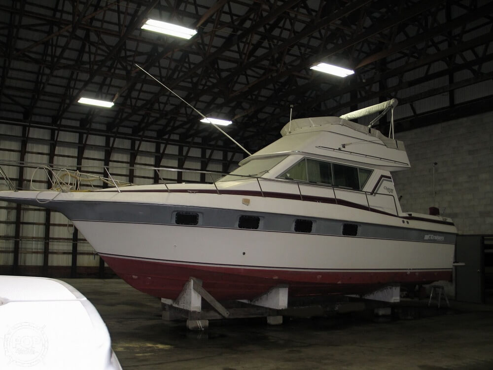 1986 Cruisers Yachts boat for sale, model of the boat is Chateau Vee 338 & Image # 2 of 40