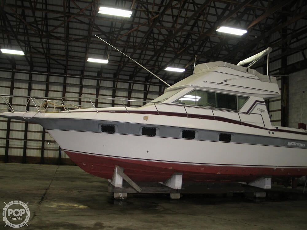 1986 Cruisers Yachts boat for sale, model of the boat is Chateau Vee 338 & Image # 3 of 40