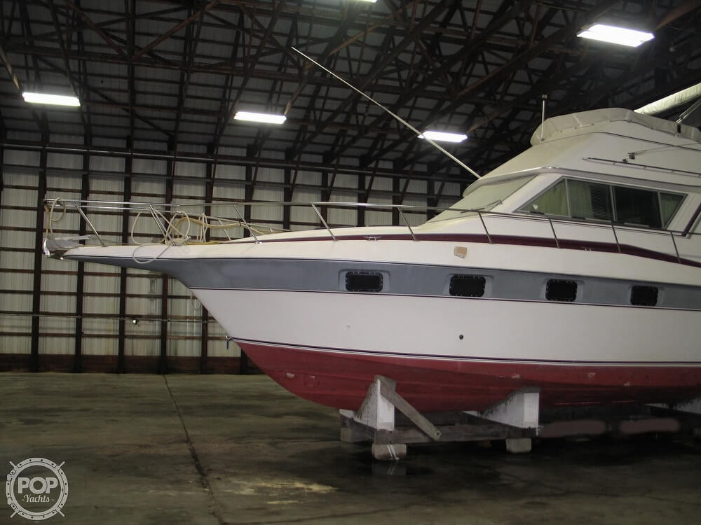 1986 Cruisers Yachts boat for sale, model of the boat is Chateau Vee 338 & Image # 4 of 40