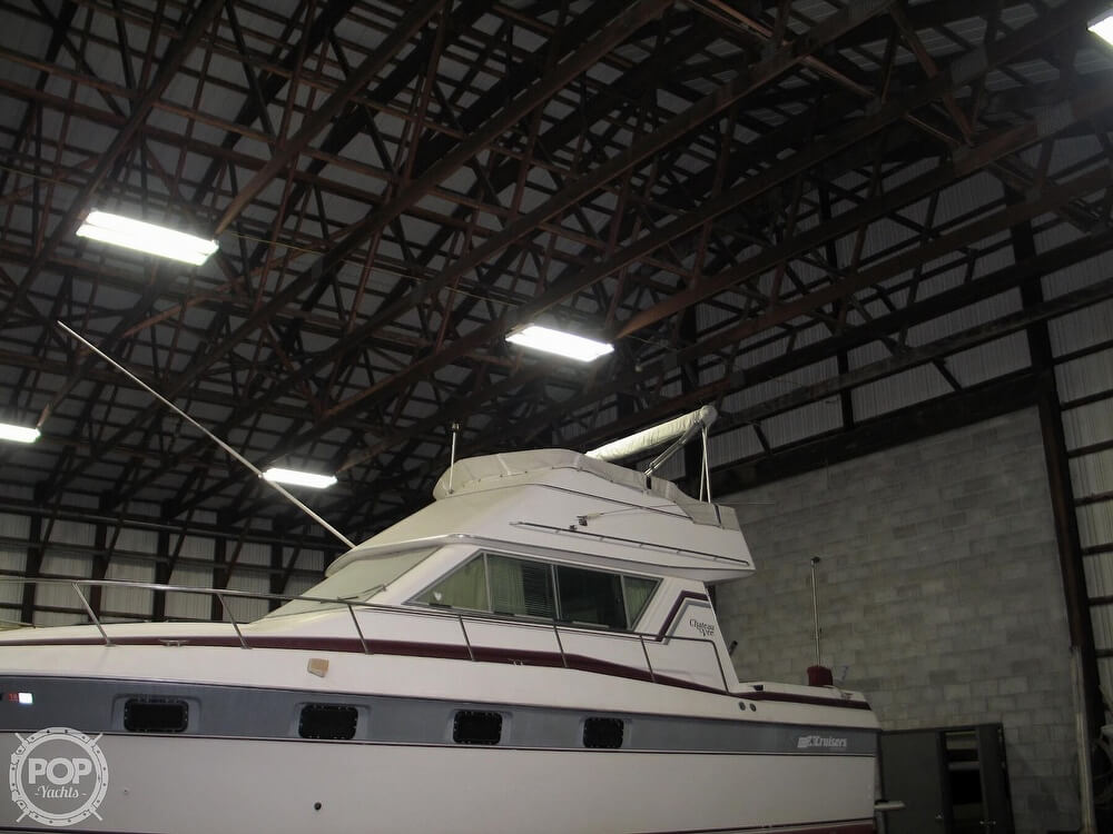 1986 Cruisers Yachts boat for sale, model of the boat is Chateau Vee 338 & Image # 5 of 40