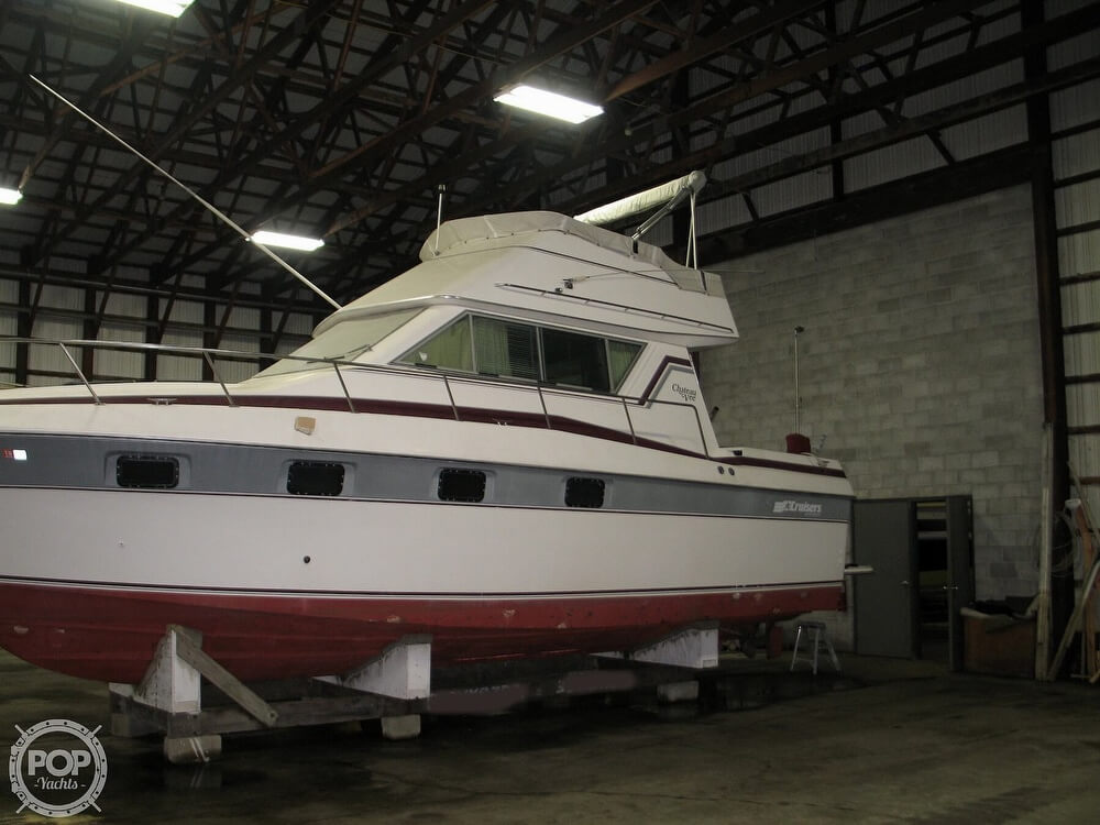 1986 Cruisers Yachts boat for sale, model of the boat is Chateau Vee 338 & Image # 6 of 40