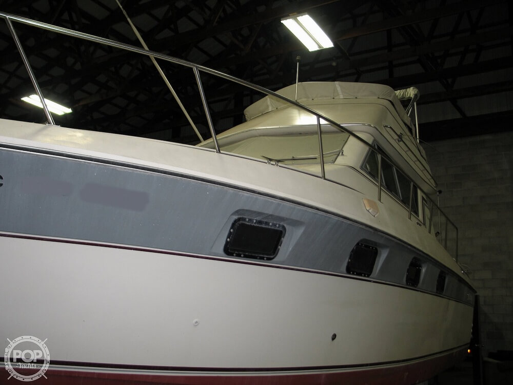 1986 Cruisers Yachts boat for sale, model of the boat is Chateau Vee 338 & Image # 8 of 40