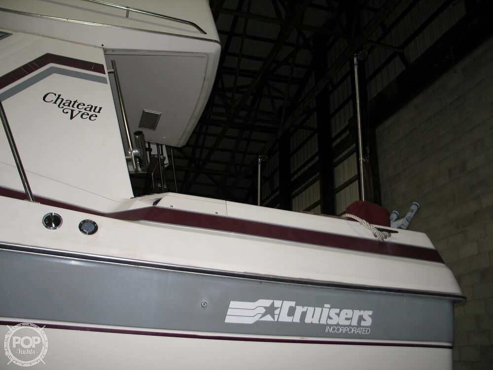 1986 Cruisers Yachts boat for sale, model of the boat is Chateau Vee 338 & Image # 27 of 40