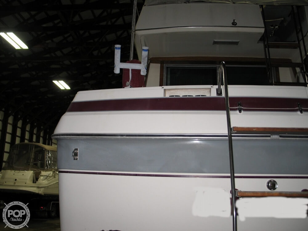 1986 Cruisers Yachts boat for sale, model of the boat is Chateau Vee 338 & Image # 29 of 40