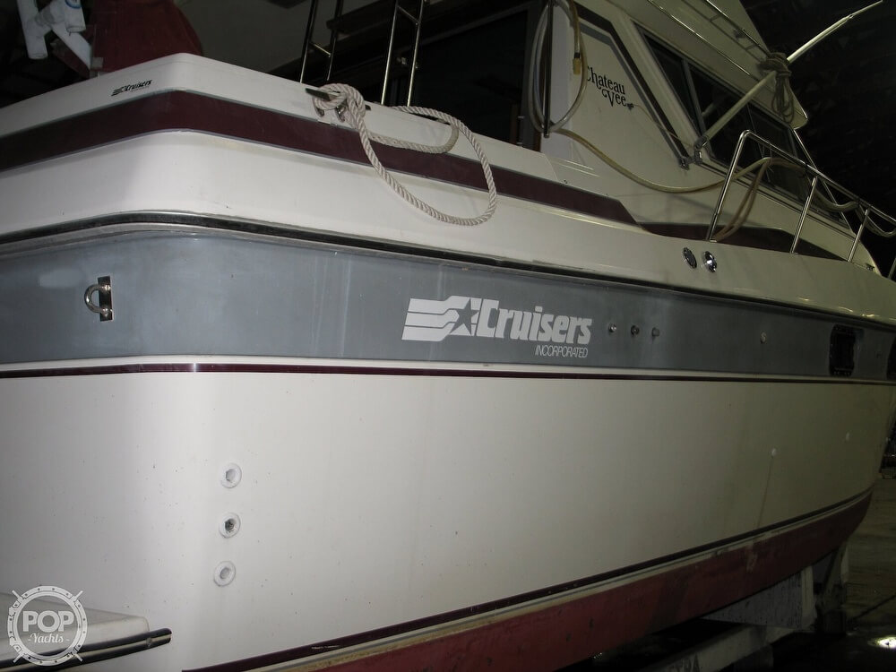 1986 Cruisers Yachts boat for sale, model of the boat is Chateau Vee 338 & Image # 34 of 40