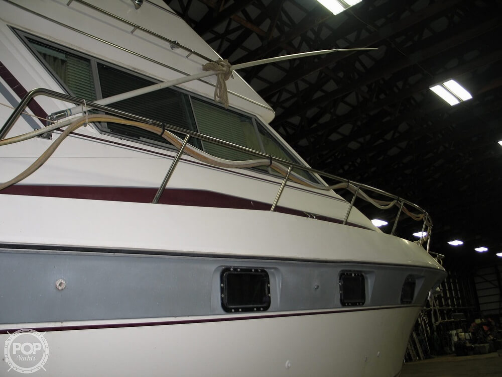 1986 Cruisers Yachts boat for sale, model of the boat is Chateau Vee 338 & Image # 39 of 40