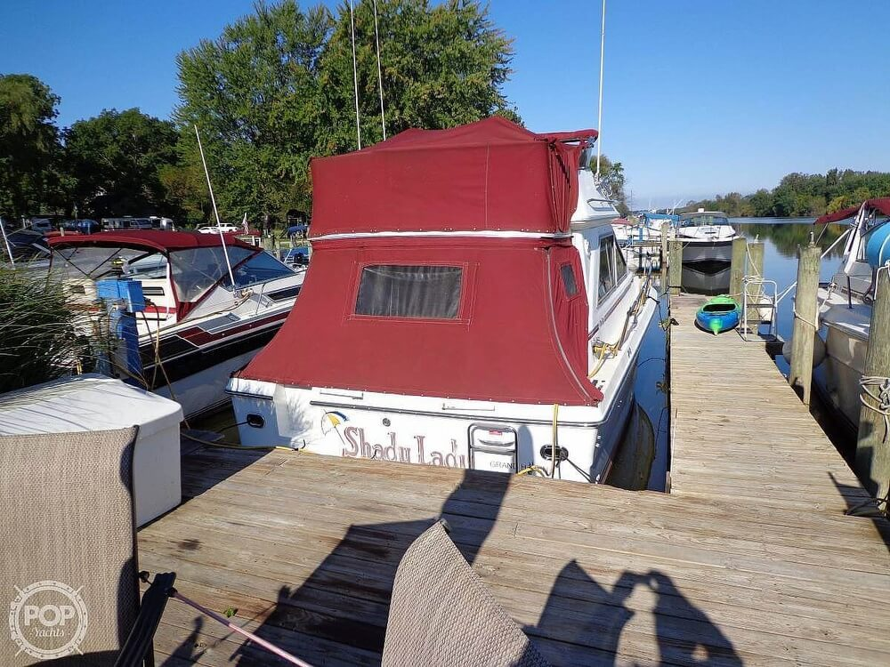 1989 Sea Ray boat for sale, model of the boat is 340 SDB & Image # 15 of 40