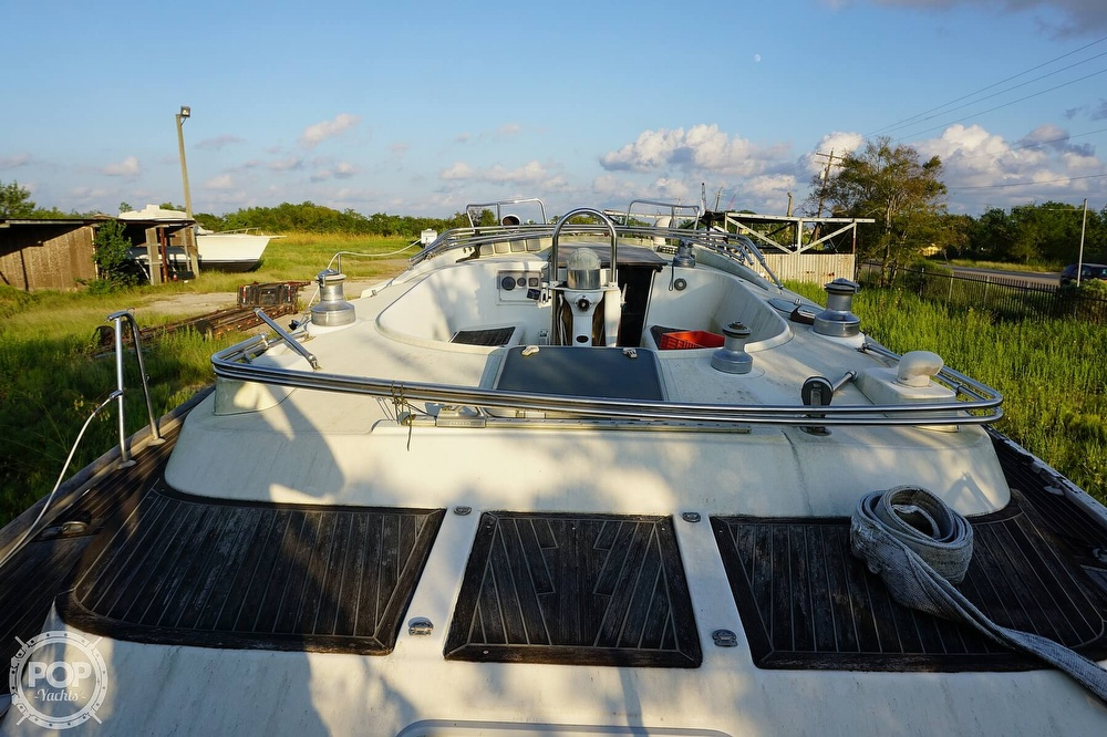 1995 Beneteau boat for sale, model of the boat is 44 CC & Image # 19 of 40