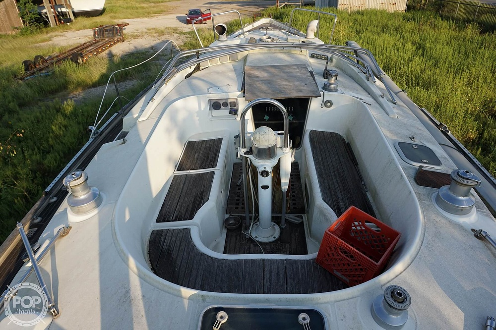 1995 Beneteau boat for sale, model of the boat is 44 CC & Image # 23 of 40