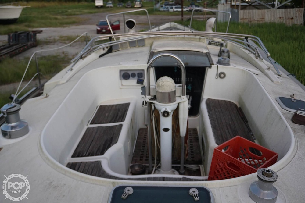 1995 Beneteau boat for sale, model of the boat is 44 CC & Image # 26 of 40
