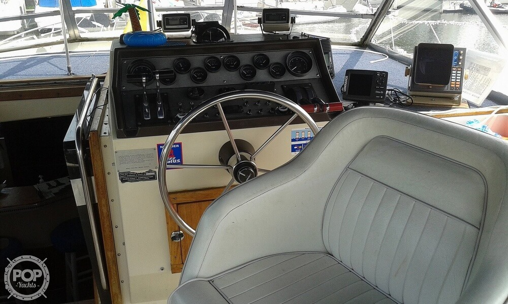 1984 Chris Craft boat for sale, model of the boat is 381 Catalina & Image # 29 of 40