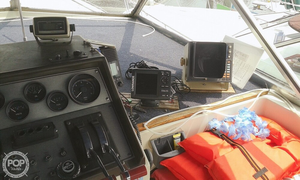 1984 Chris Craft boat for sale, model of the boat is 381 Catalina & Image # 28 of 40