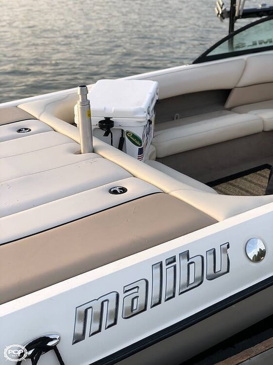 2001 Malibu boat for sale, model of the boat is Wakesetter LSV & Image # 2 of 10