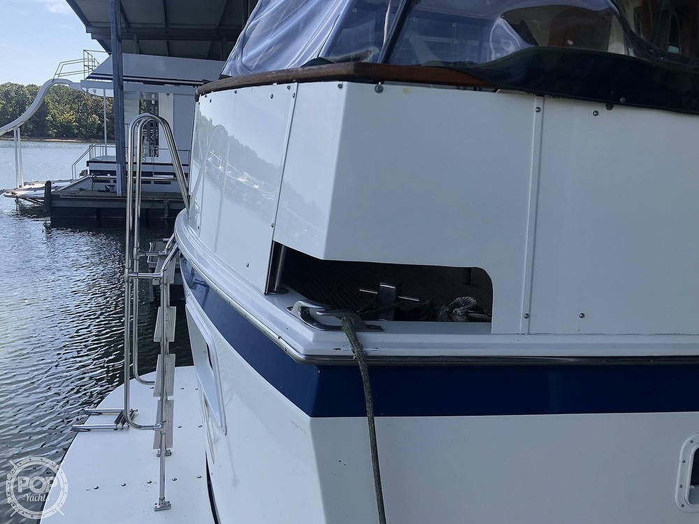 1977 Hatteras boat for sale, model of the boat is 53 & Image # 32 of 40