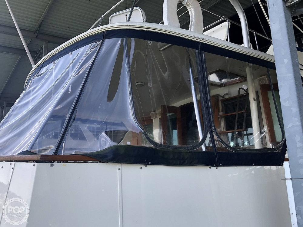 1977 Hatteras boat for sale, model of the boat is 53 & Image # 33 of 40