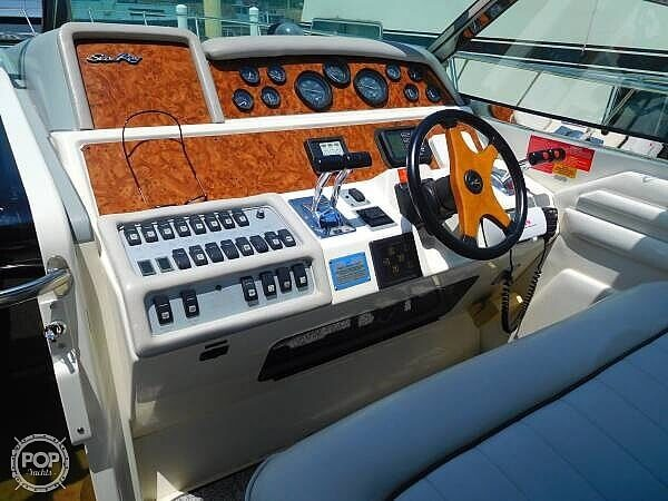 1994 Sea Ray boat for sale, model of the boat is 400 Express Cruiser & Image # 8 of 40