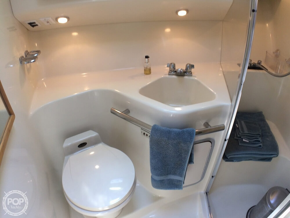 1994 Sea Ray boat for sale, model of the boat is 400 Express Cruiser & Image # 15 of 40