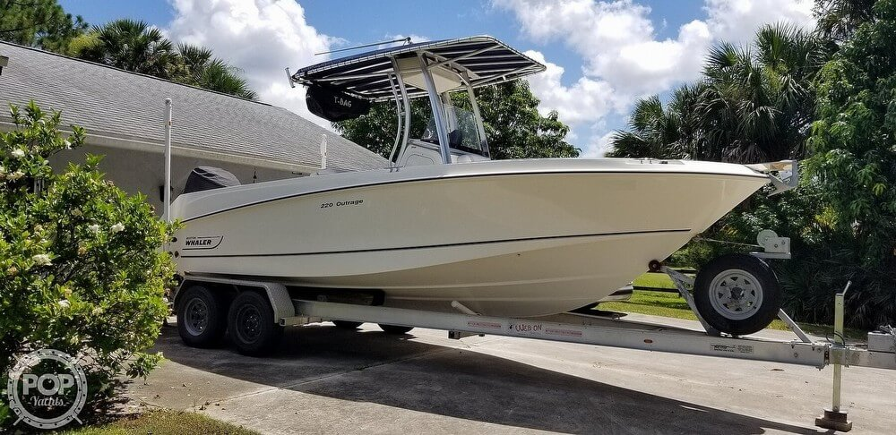 2009 Boston Whaler 220 Outrage For Sale