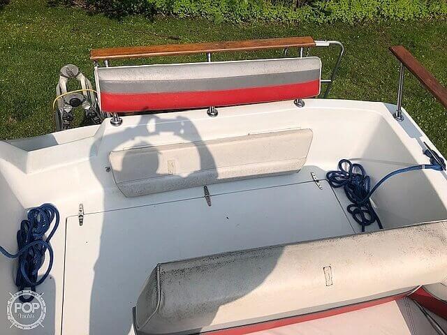 1990 Rinker boat for sale, model of the boat is Fiesta V 250 & Image # 7 of 13
