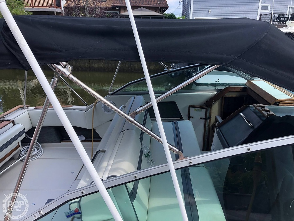 1986 Sea Ray boat for sale, model of the boat is 270 Sundancer & Image # 16 of 40