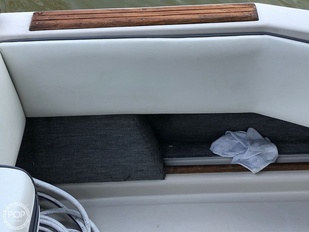 1986 Sea Ray boat for sale, model of the boat is 270 Sundancer & Image # 26 of 40