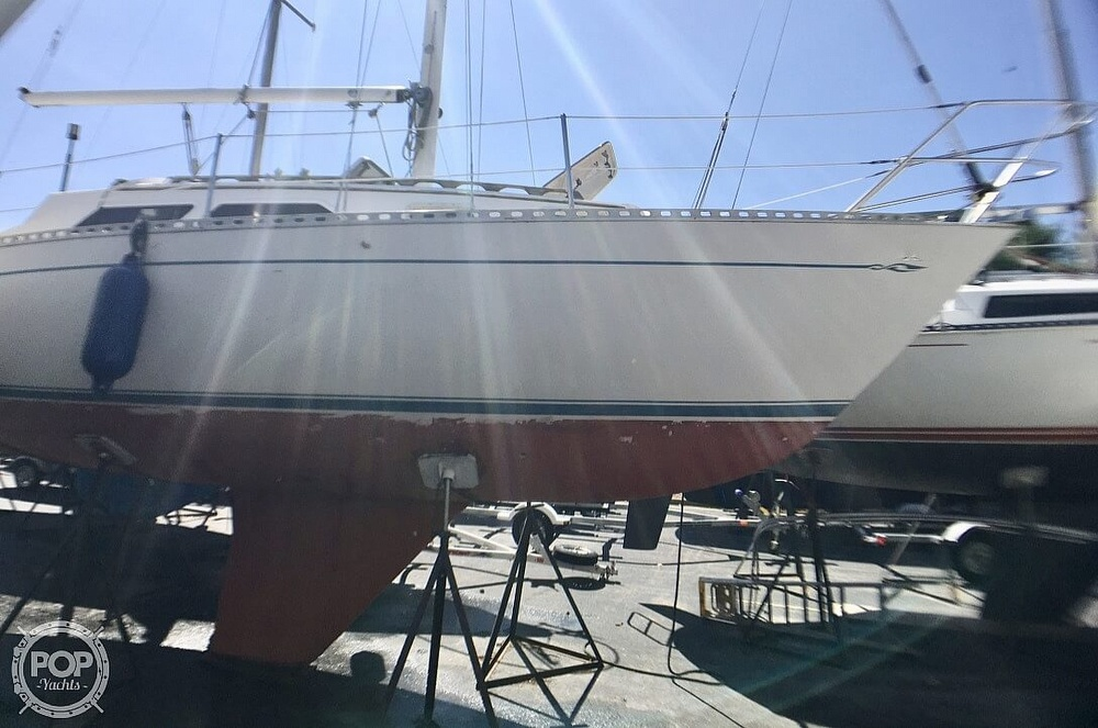 1984 Islander boat for sale, model of the boat is 28 & Image # 17 of 40