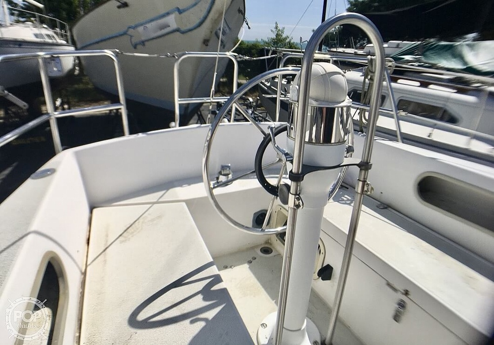 1984 Islander boat for sale, model of the boat is 28 & Image # 15 of 40