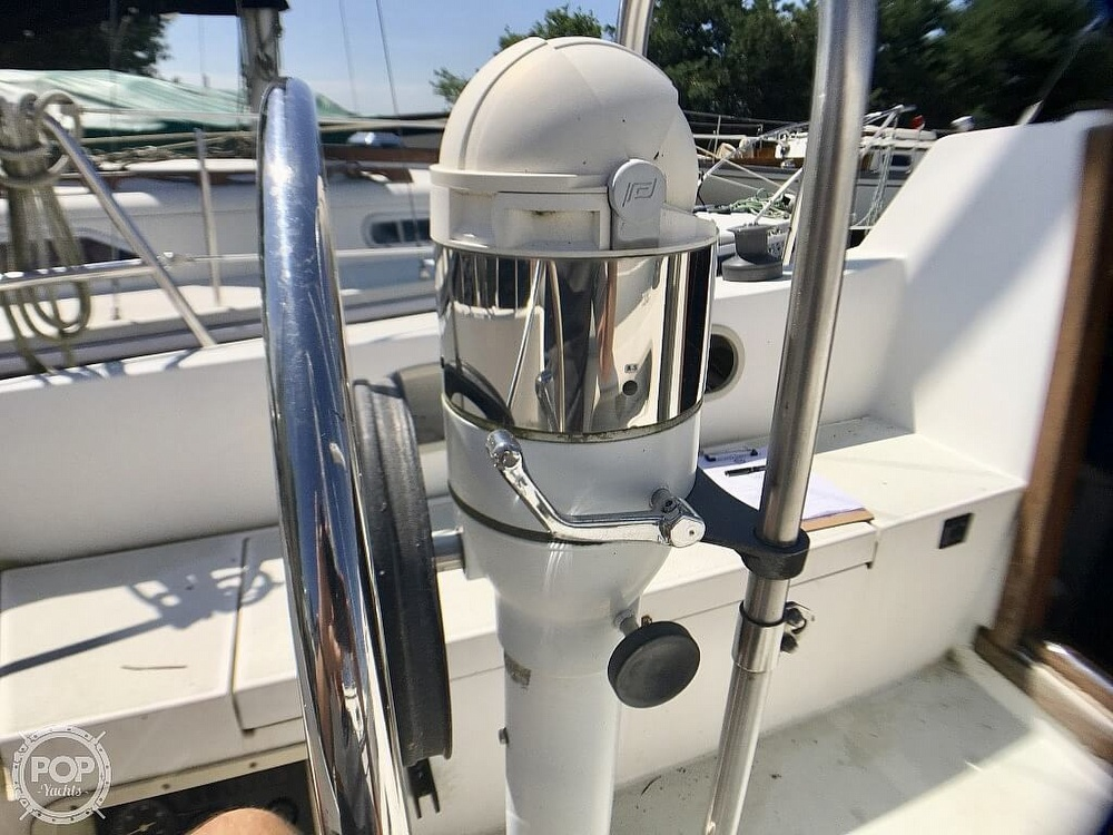 1984 Islander boat for sale, model of the boat is 28 & Image # 13 of 40