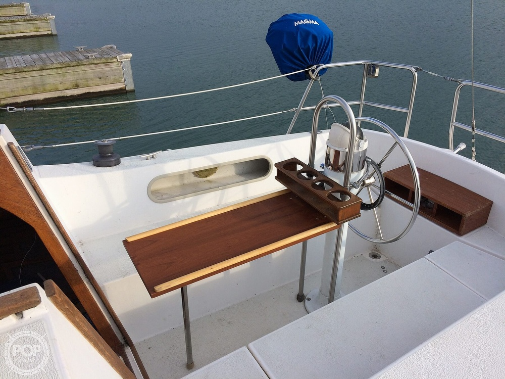 1984 Islander boat for sale, model of the boat is 28 & Image # 2 of 40