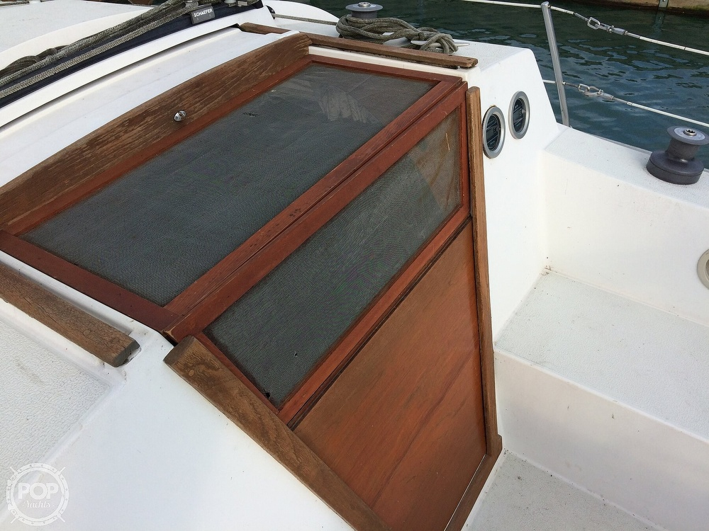 1984 Islander boat for sale, model of the boat is 28 & Image # 11 of 40