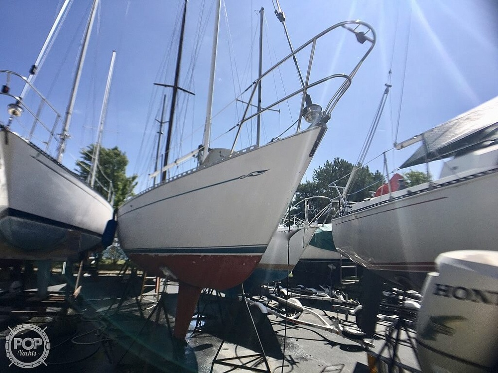 1984 Islander boat for sale, model of the boat is 28 & Image # 19 of 40