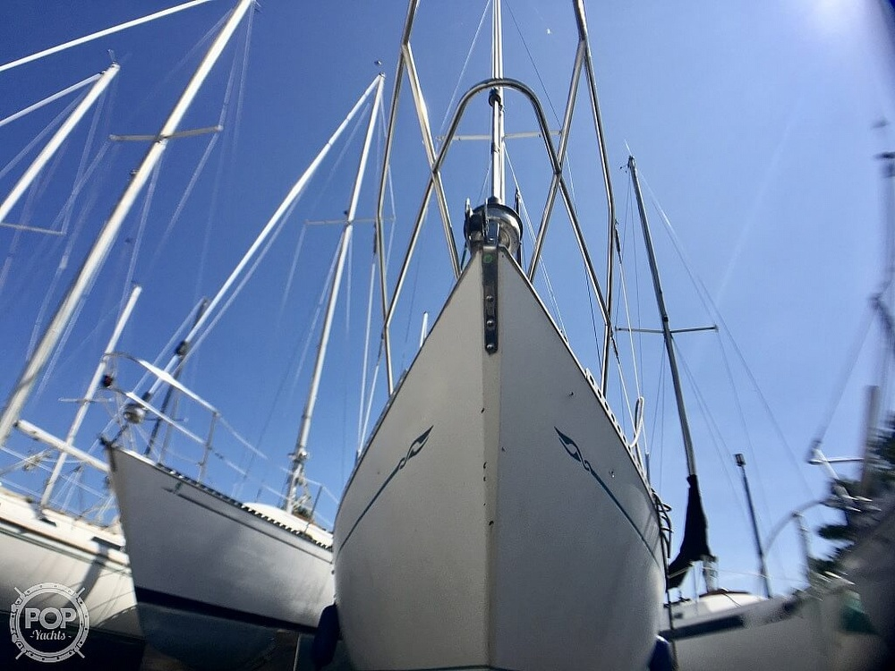1984 Islander boat for sale, model of the boat is 28 & Image # 18 of 40