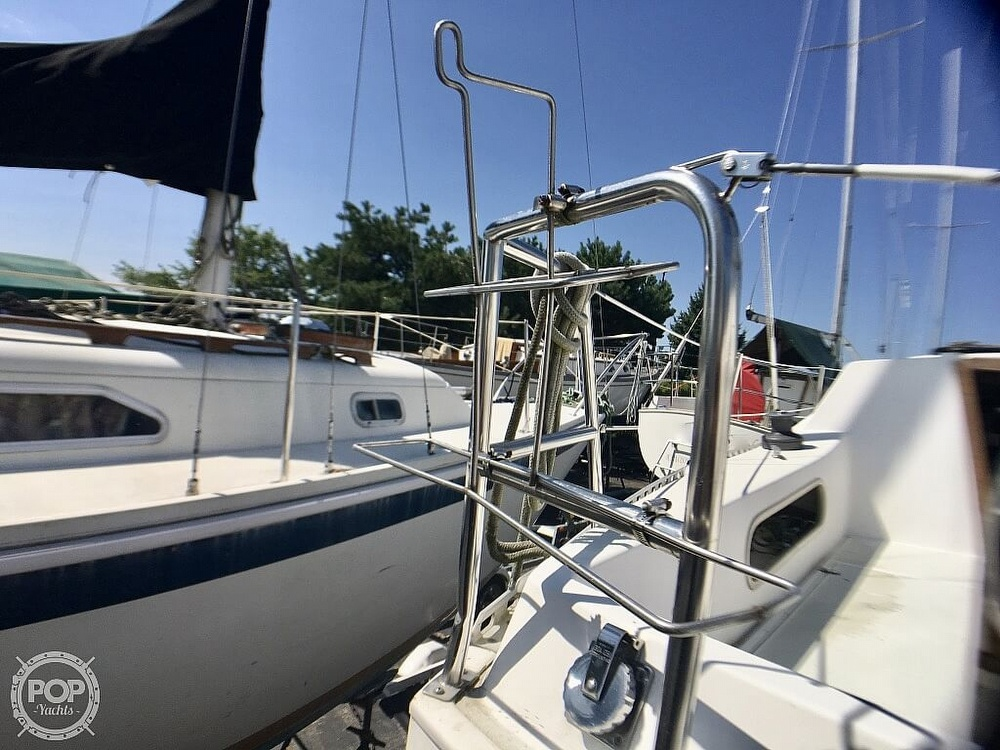 1984 Islander boat for sale, model of the boat is 28 & Image # 14 of 40