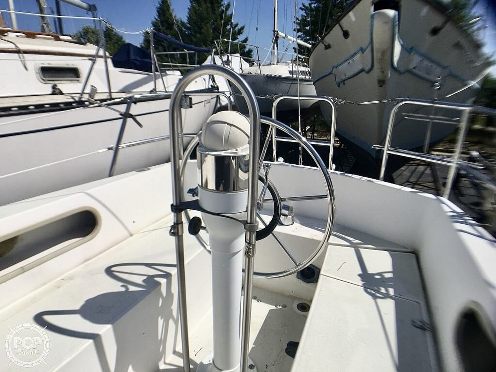 1984 Islander boat for sale, model of the boat is 28 & Image # 5 of 40