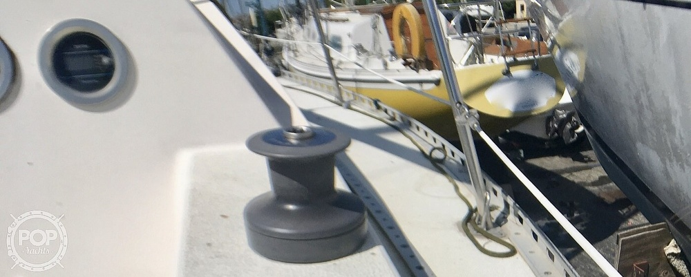 1984 Islander boat for sale, model of the boat is 28 & Image # 30 of 40