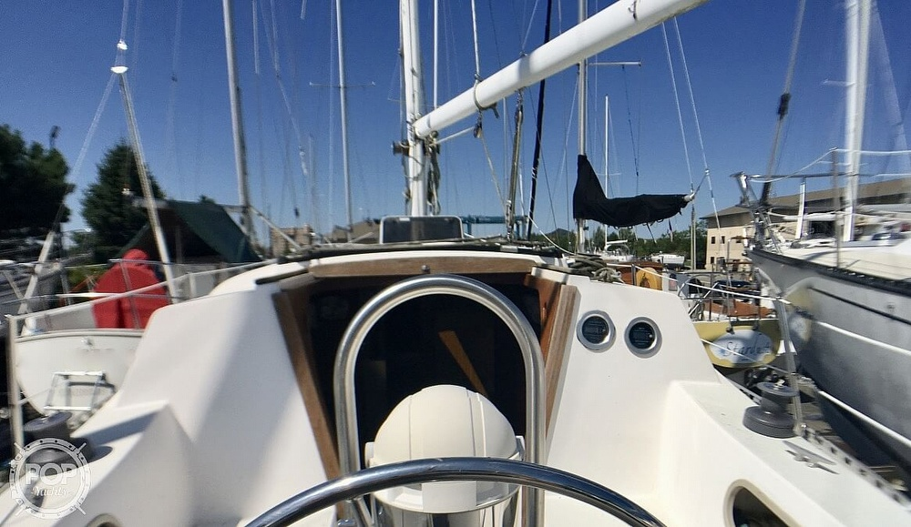 1984 Islander boat for sale, model of the boat is 28 & Image # 33 of 40