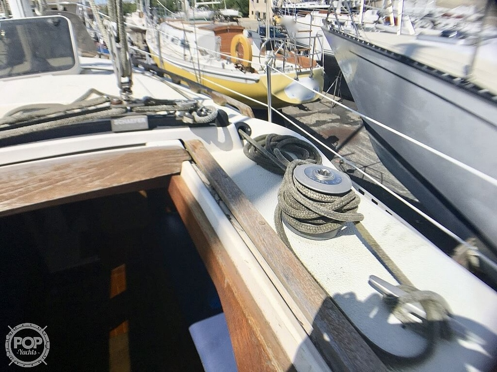 1984 Islander boat for sale, model of the boat is 28 & Image # 37 of 40
