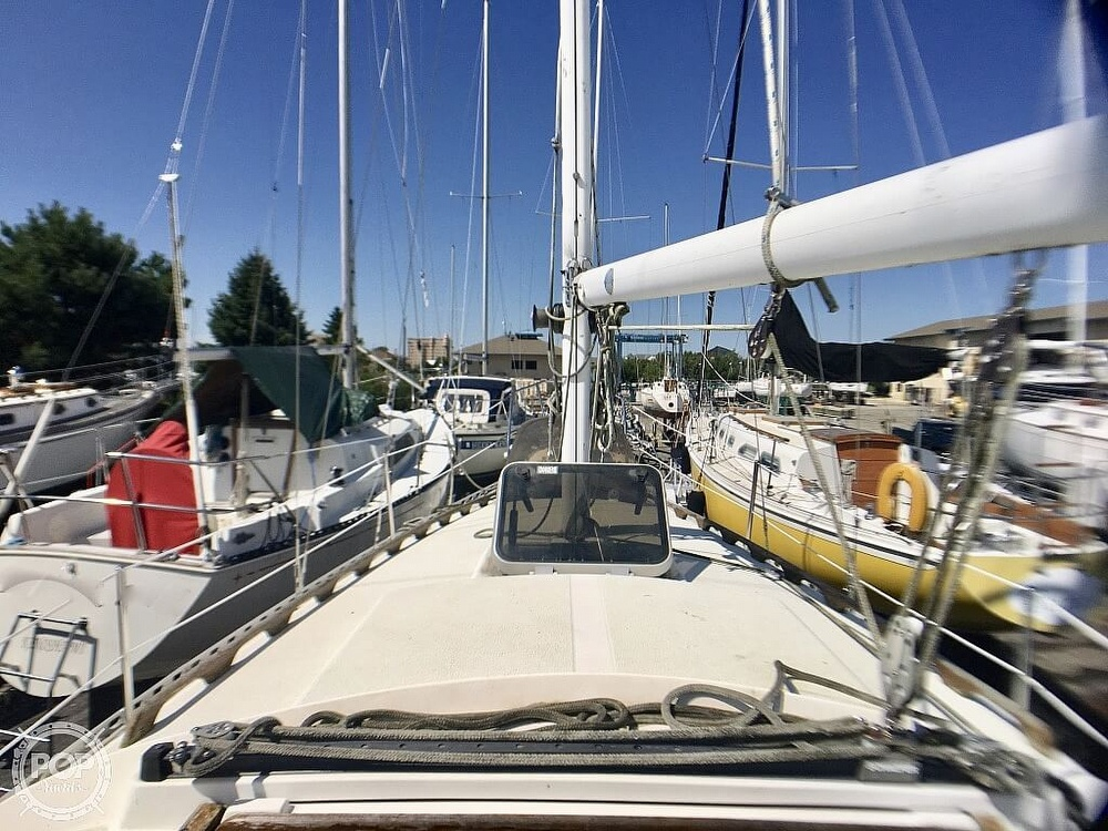 1984 Islander boat for sale, model of the boat is 28 & Image # 38 of 40