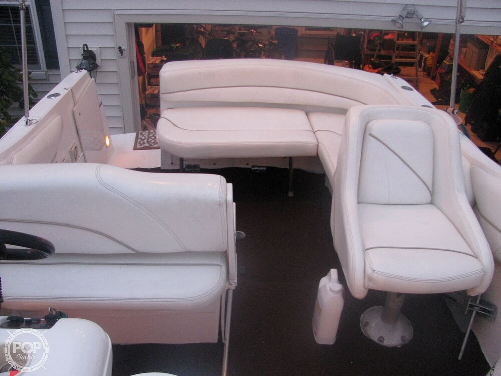 2001 Larson boat for sale, model of the boat is Cabrio 270 & Image # 13 of 40