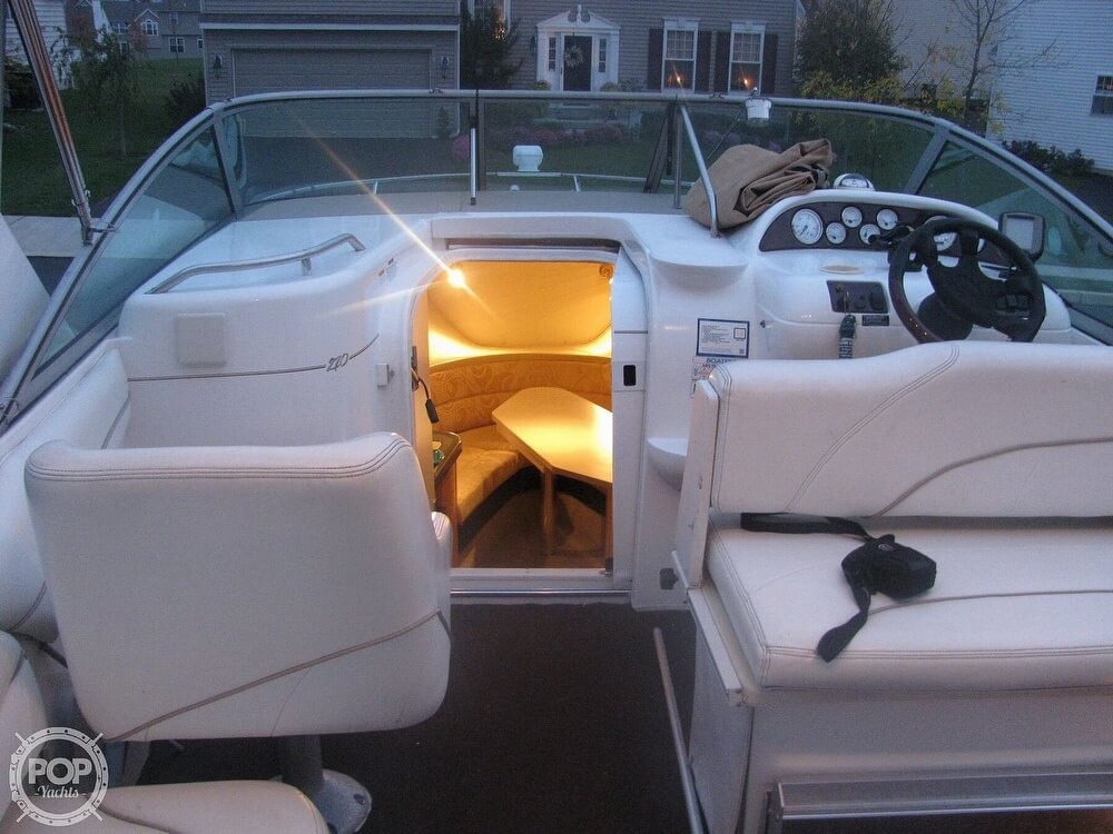 2001 Larson boat for sale, model of the boat is Cabrio 270 & Image # 15 of 40
