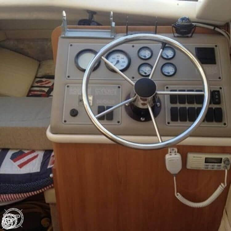 2001 Bayliner boat for sale, model of the boat is 2858 CIERA COMMAND BRIDGE & Image # 7 of 37