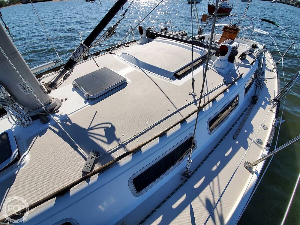 1985 Catalina Yachts boat for sale, model of the boat is 36 & Image # 16 of 40