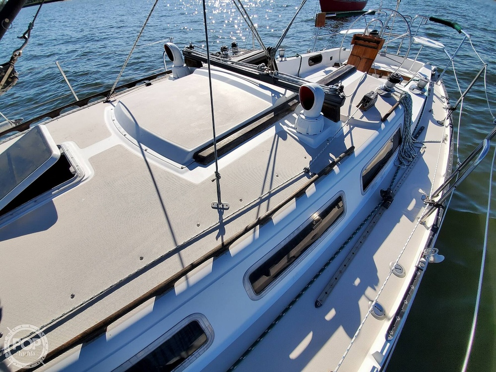 1985 Catalina Yachts boat for sale, model of the boat is 36 & Image # 17 of 40