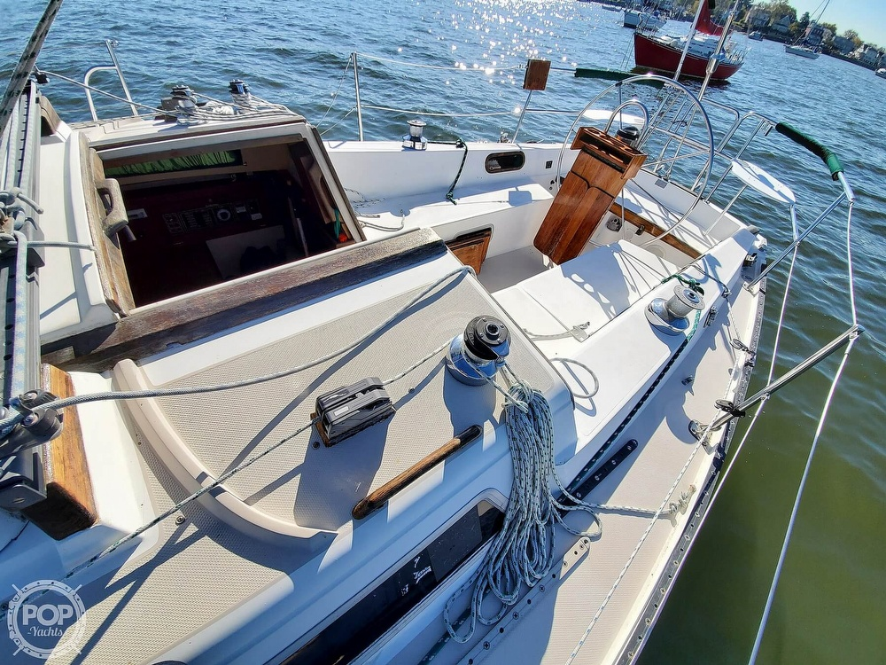 1985 Catalina Yachts boat for sale, model of the boat is 36 & Image # 18 of 40