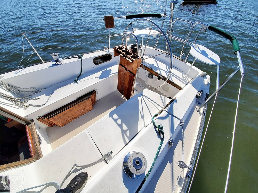 1985 Catalina Yachts boat for sale, model of the boat is 36 & Image # 19 of 40