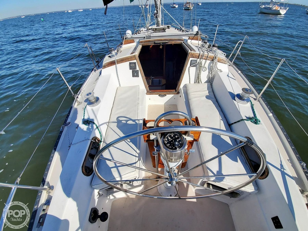 1985 Catalina Yachts boat for sale, model of the boat is 36 & Image # 22 of 40